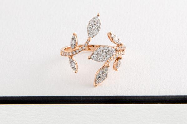 Diamant is de hardste edelsteen. Sinds het grieks rijk, symbool voor eeuwige liefde. 10e, 60e en ja ook 75e huwelijksverjaardag